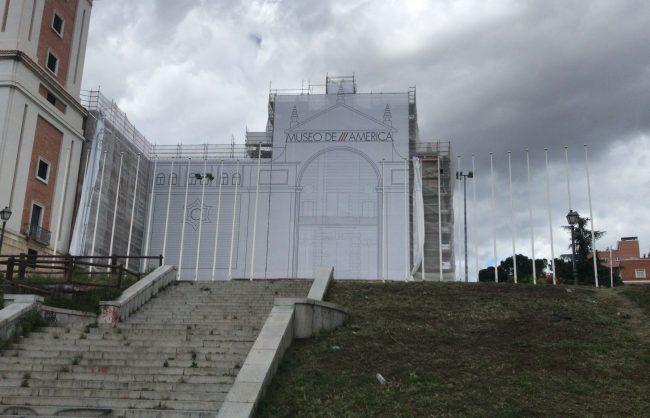 Montaje Lona Gigante Museo América